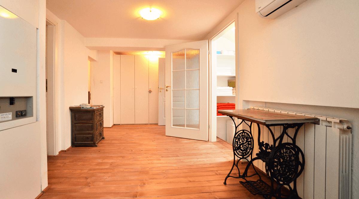 Mansarda trosoban apartman za dnevni najam